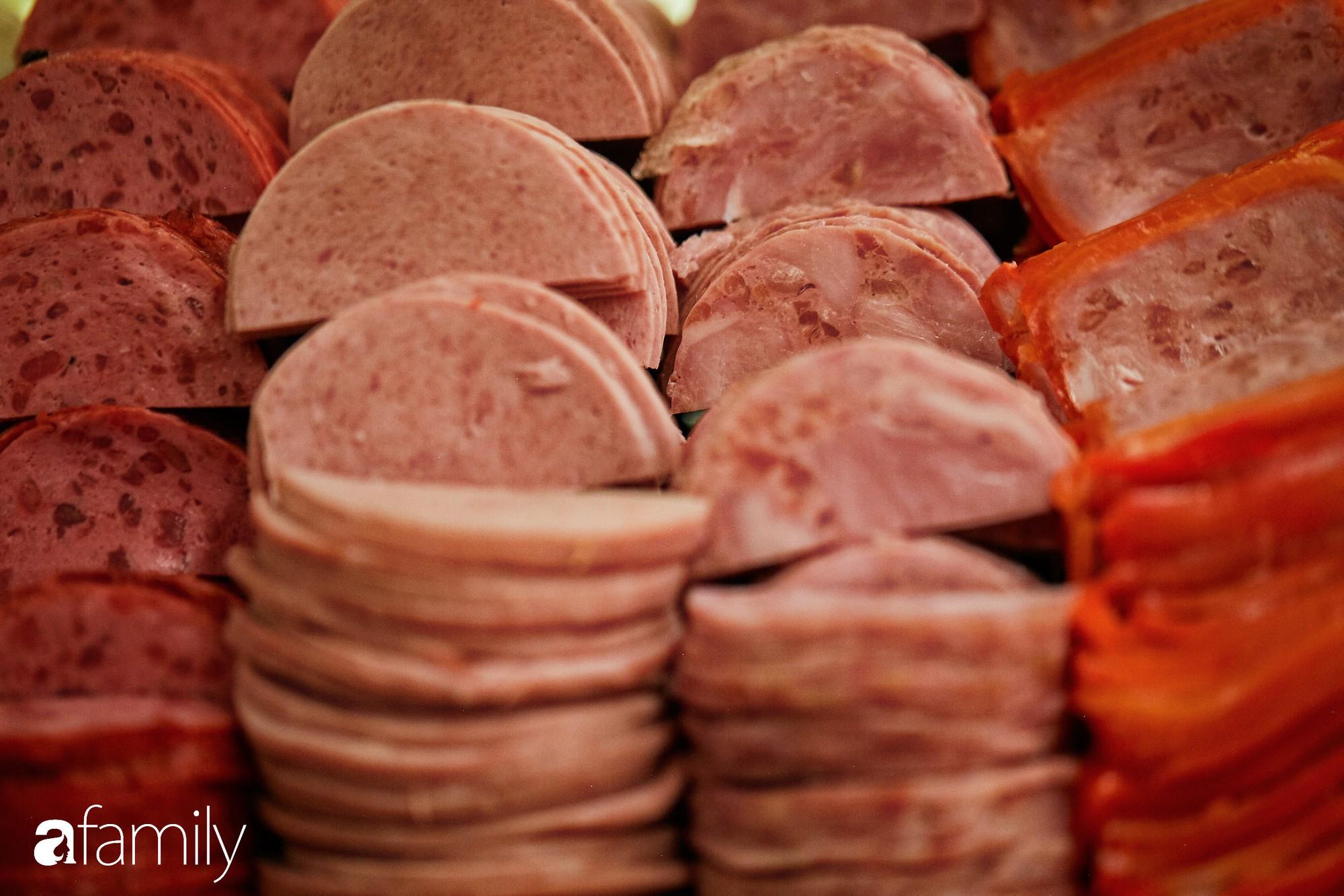 """5 tiệm bánh mì ngon trứ danh, chỉ nhắc tên đã """"nghe"""" vị Sài Gòn - Ảnh 14."""