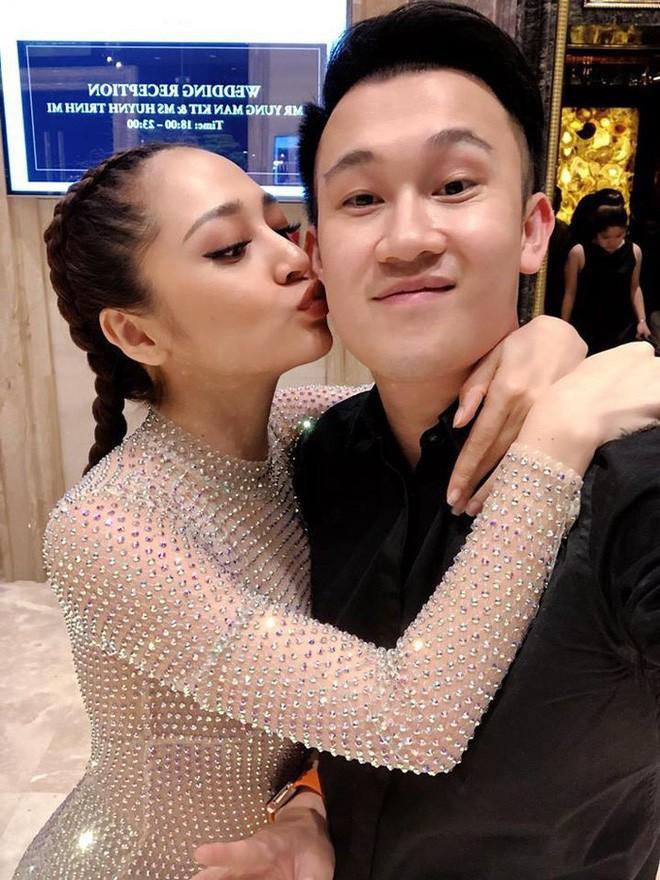 Chiếc đầm quốc dân là đây: Hương Giang mang đi thi, Hòa Minzy đặt may lại và giờ đến HHen Niê mặc - Ảnh 8.