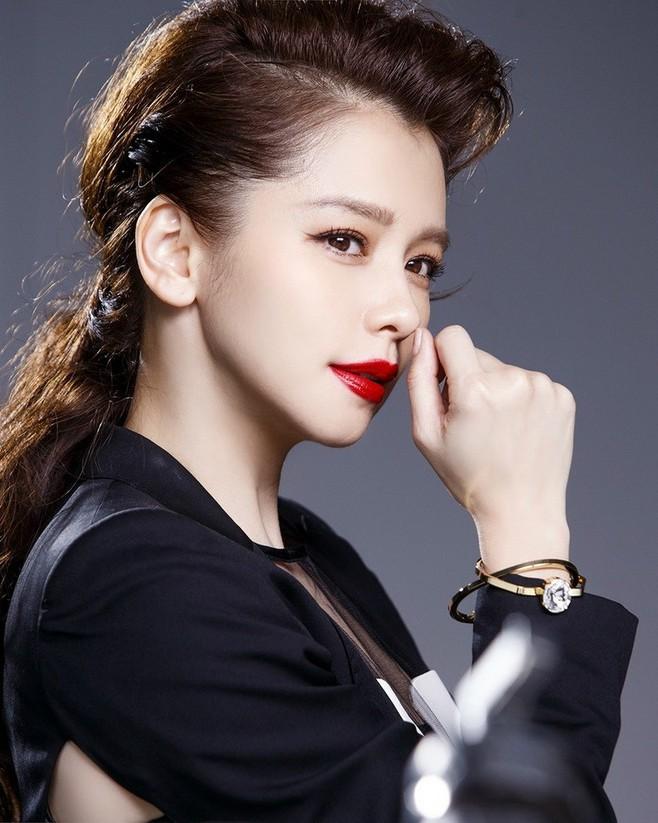 Choi Ji Woo, Song Hye Kyo, Thư Kỳ, Lâm Chí Linh, Từ Nhược Tuyên..., những mỹ nhân bình tĩnh sống chờ hạnh phúc kẹt xe tới đón - Ảnh 8.
