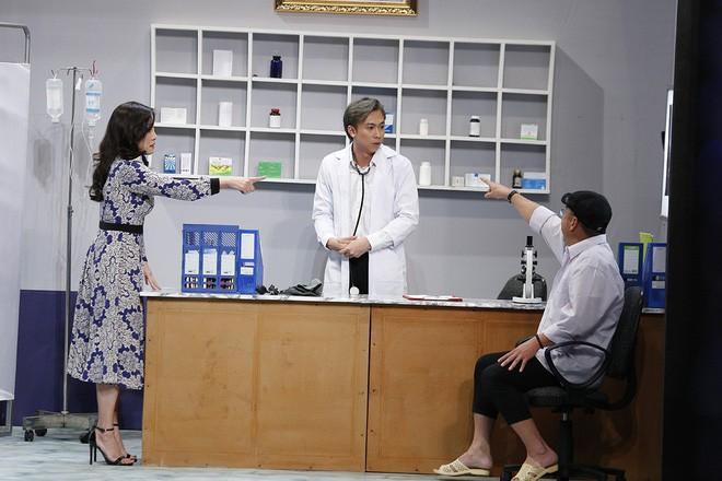 Ơn giời: Hết lăng nhăng hôn má Ái Phương, Trường Giang lại tiếp tục hôn trán Nam Em - Ảnh 3.