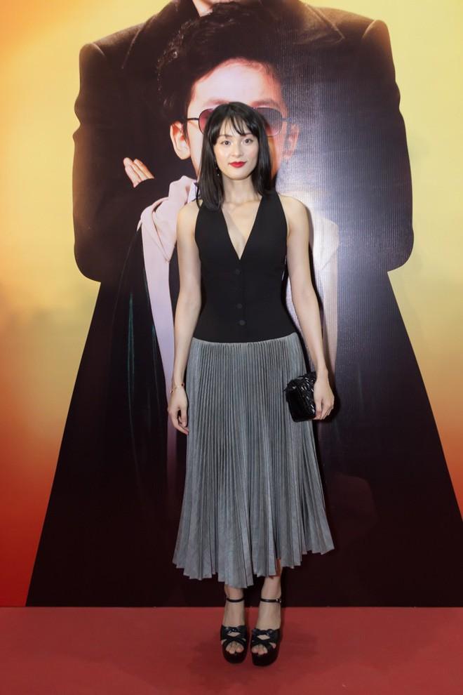 Chọn nhầm chiếc váy đã tối màu còn dìm dáng, Hạ Vi trông xuề xòa và già đi trông thấy - Ảnh 2.