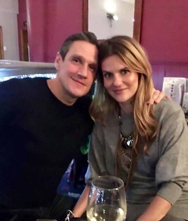 37 tuổi chưa kết hôn, cô gái tưởng mình đã mất niềm tin vào tình yêu ai ngờ lại gặp người đàn ông của đời mình bởi một tin nhắn nhầm - Ảnh 6.