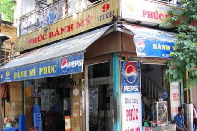Hà Nội vẫn còn những hàng bánh mì nổi tiếng siêu rẻ, chỉ dưới 15k một chiếc bánh đầy đặn - Ảnh 3.