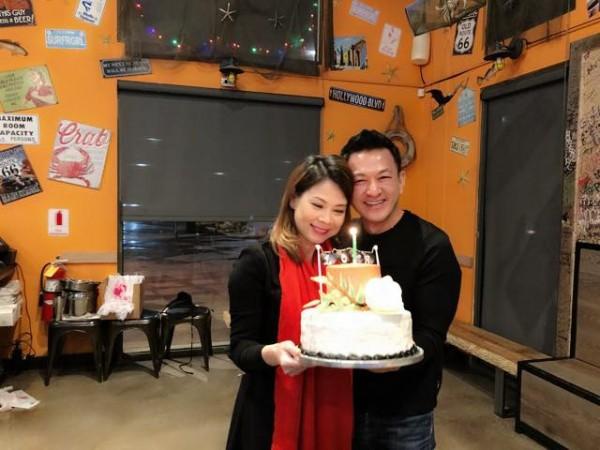 Thanh Thảo hạnh phúc 'khoá môi' bạn trai Việt kiều trong tiệc sinh nhật sớm - Ảnh 3.