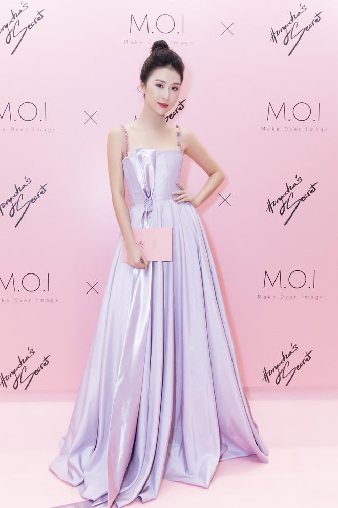 Khoe sắc vóc thanh tân trong chiếc đầm tím chuẩn trend, Quỳnh Anh Shyn nào có kém đàn chị Đông Nhi - Ảnh 6.