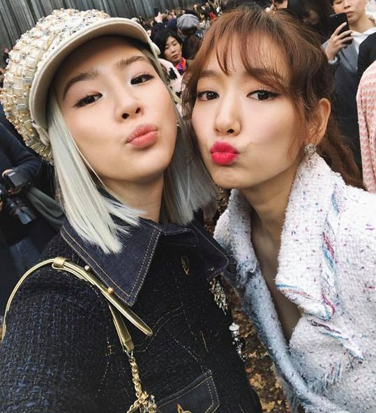 Có show nào xôm hơn Chanel: Dàn sao hot Hoa-Hàn-Thái hội tụ, cùng lạc lối trong khu rừng mùa thu - Ảnh 2.