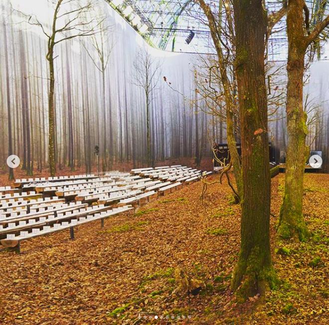 Có show nào xôm hơn Chanel: Dàn sao hot Hoa-Hàn-Thái hội tụ, cùng lạc lối trong khu rừng mùa thu - Ảnh 20.