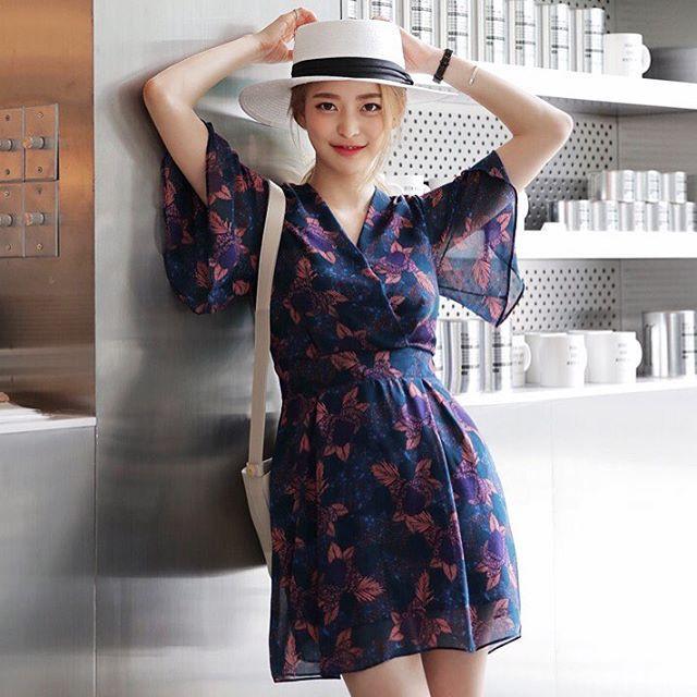 Cứ đến đầu mùa Xuân/Hè là những thiết kế váy hoa lại rộ lên với đủ mọi kiểu dáng  - Ảnh 13.