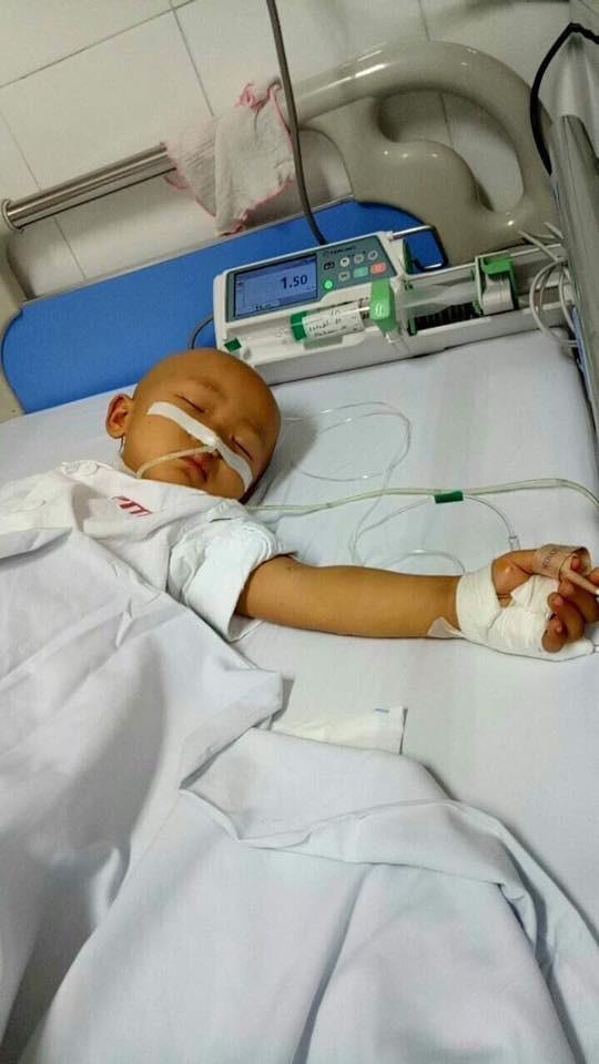 Xót xa bé gái 4 tuổi mang trong mình căn bệnh ung thư buồng trứng quái ác - Ảnh 3.