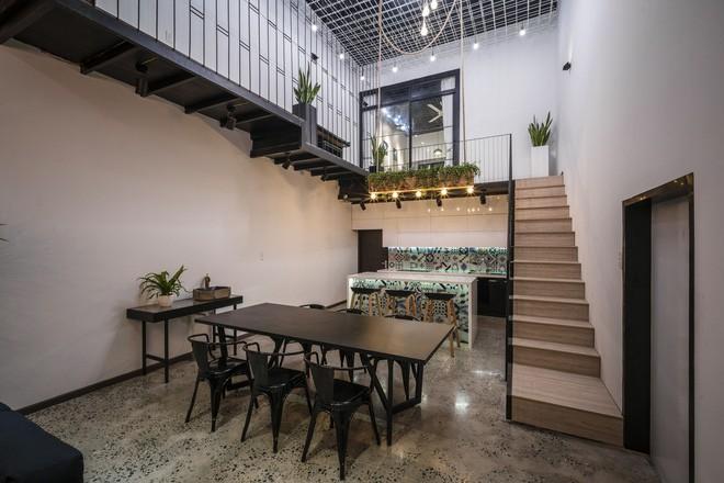 Bất ngờ với ngôi nhà toàn sắt thép nhưng đẹp, mềm mại và vô cùng thư giãn ở Đà Nẵng - Ảnh 10.