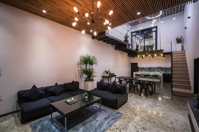 Bất ngờ với ngôi nhà toàn sắt thép nhưng đẹp, mềm mại và vô cùng thư giãn ở Đà Nẵng - Ảnh 6.
