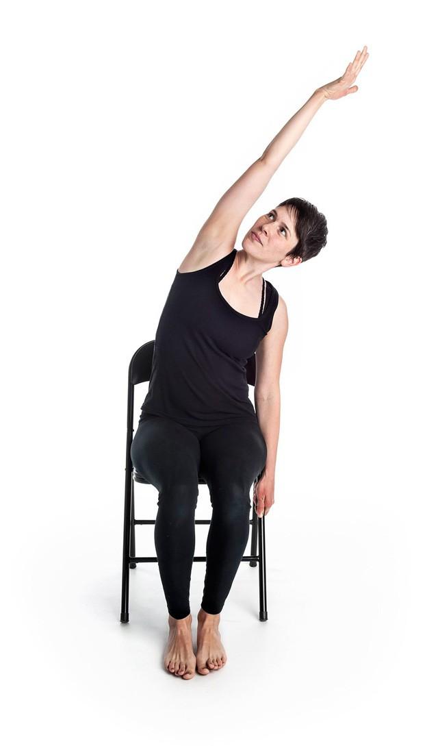 Bài Yoga của người Ấn Độ giúp rèn cơ, giảm căng thẳng hiệu quả: Người ngồi nhiều muốn sống thọ phải tập ngay!  - Ảnh 4.