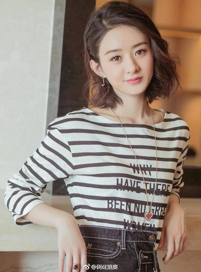 Mặc áo Dior nhưng Triệu Lệ Dĩnh lại bị mỉa mai rằng trông như đang diện đồ Taobao - Ảnh 5.