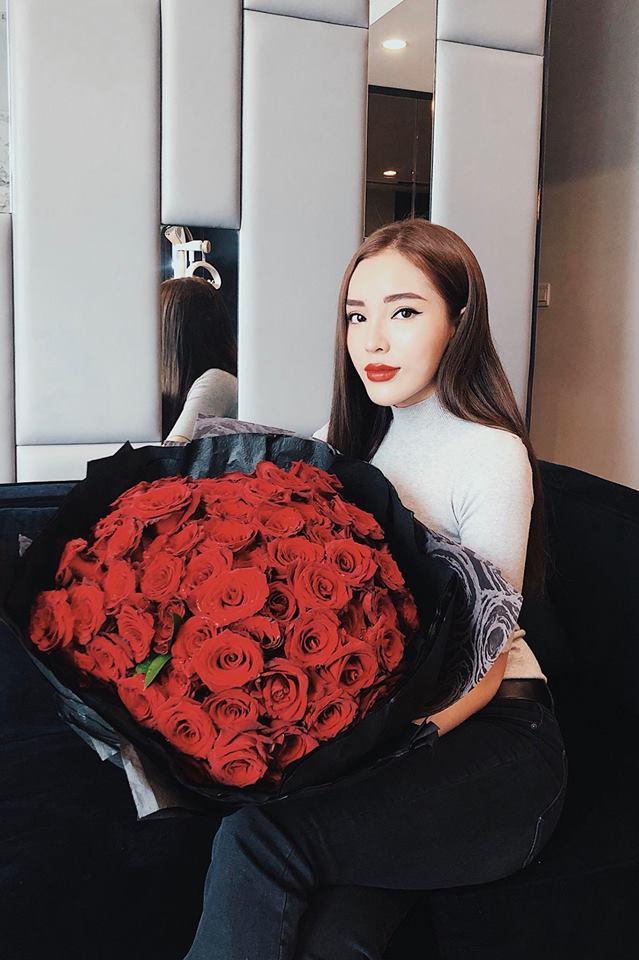 Hậu 8/3, người đẹp Việt khoe quà khủng với loạt đồ hiệu xa xỉ - Ảnh 3.