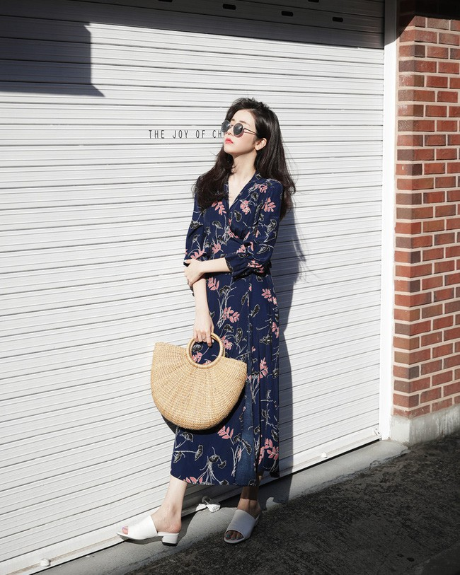 Cứ đến đầu mùa Xuân/Hè là những thiết kế váy hoa lại rộ lên với đủ mọi kiểu dáng - Ảnh 8.