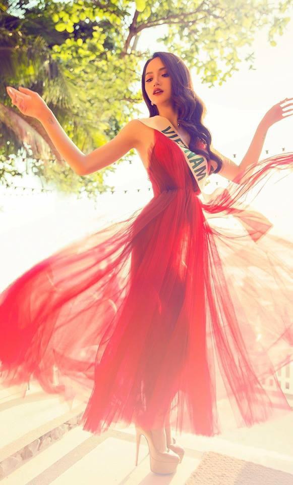 Cùng ngắm lại những thiết kế Việt giúp Hương Giang tỏa sáng tại Hoa hậu chuyển giới quốc tế 2018 - Ảnh 13.