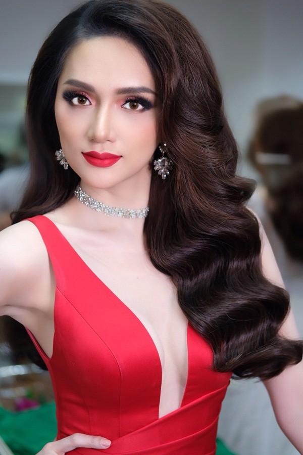 Hương Giang đẹp đến kinh ngạc trong hậu trường trước giờ chung kết Hoa hậu Chuyển giới quốc tế - Ảnh 1.