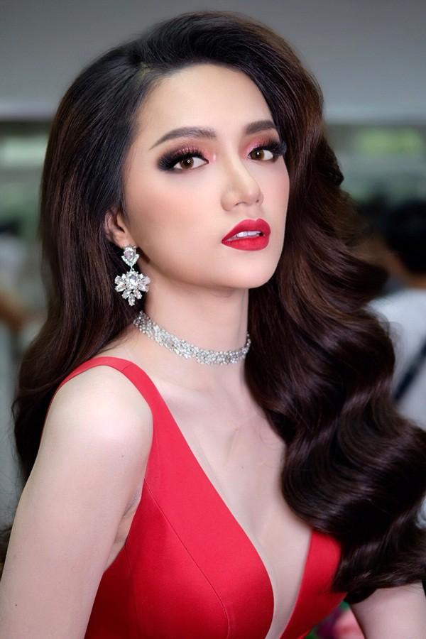 Hương Giang đẹp đến kinh ngạc trong hậu trường trước giờ chung kết Hoa hậu Chuyển giới quốc tế - Ảnh 3.
