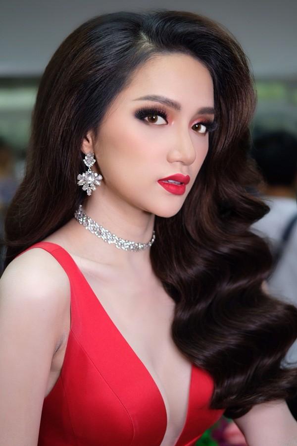Hương Giang đẹp đến kinh ngạc trong hậu trường trước giờ chung kết Hoa hậu Chuyển giới quốc tế - Ảnh 4.