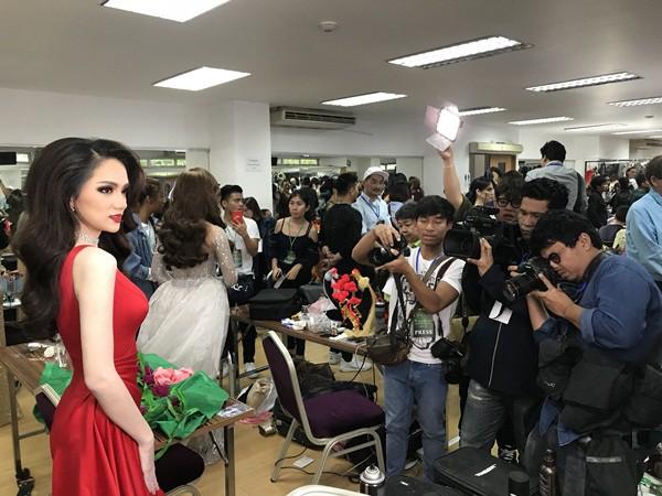 Hương Giang đẹp đến kinh ngạc trong hậu trường trước giờ chung kết Hoa hậu Chuyển giới quốc tế - Ảnh 6.