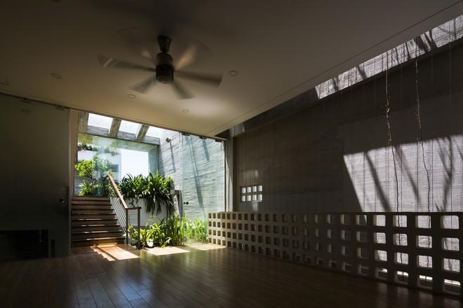 Ngôi nhà sâu 35m với khu vườn trên sân thượng đẹp muốn hờn ở Đà Nẵng - Ảnh 13.
