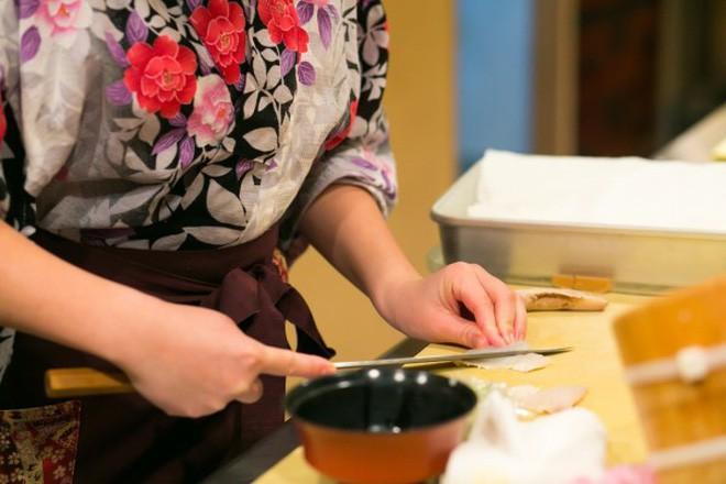Cách khẳng định quyền bình đẳng nữ giới cực đặc biệt của một nhà hàng sushi ở Nhật và câu chuyện thú vị đằng sau - Ảnh 7.
