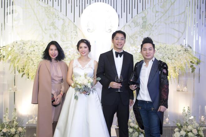 Đám cưới có 1-0-2 sang chảnh hết nấc: Sân khấu lộng lẫy, khách mời đa quốc gia, hoa tươi nhập khẩu tinh tế - Ảnh 22.