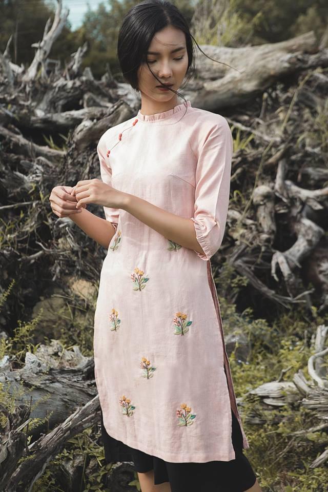 Còn đúng 1 tháng nữa là Tết, và đây là 7 mẫu áo dài cách tân đẹp duyên nhất cho nàng diện trong Tết này - Ảnh 8.