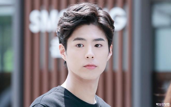 Da đen nhẻm, tóc bổ luống và nhảy nhót sexy, không dám tin đây hoàng tử Park Bo Gum nữa rồi - Ảnh 7.