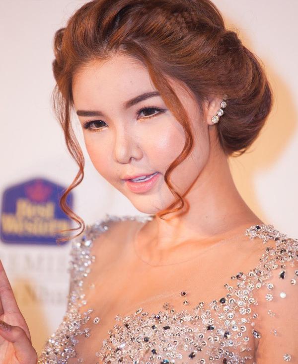 """Trước """"chiếc cằm nhọn"""" của Minh Hằng, fan hâm mộ nhiều lần ngã ngửa với những nghi án PTTM hỏng của các sao Việt này - Ảnh 9."""