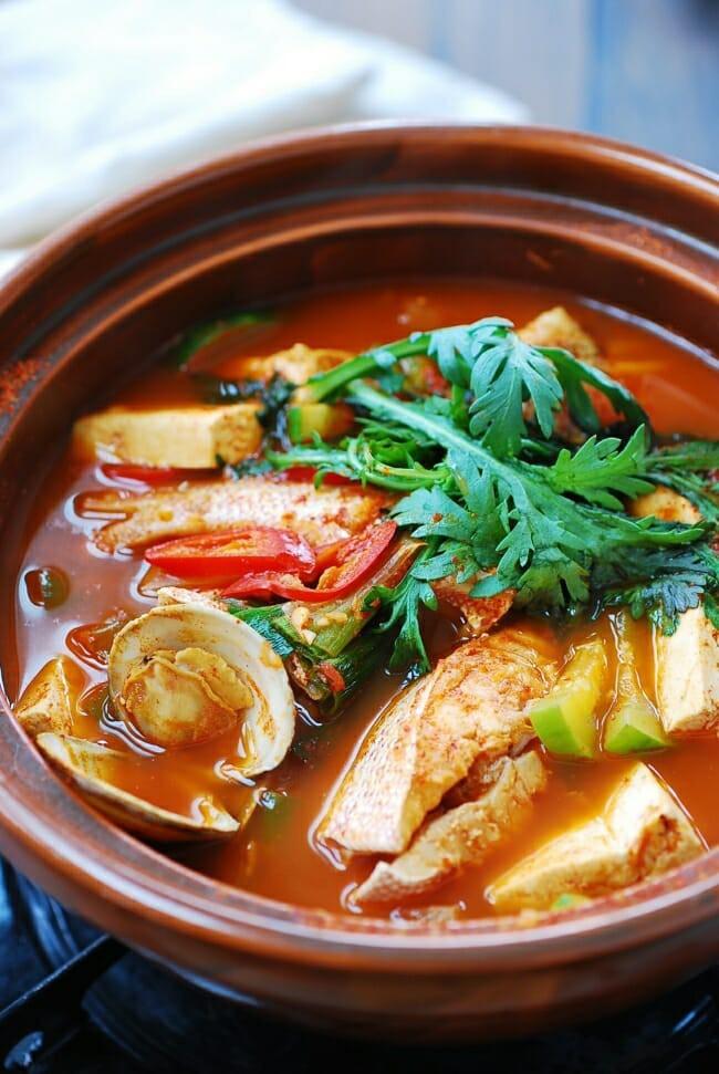 Mách bạn cách nấu canh cá kiểu Hàn ai ăn cũng ghiền - Ảnh 1.