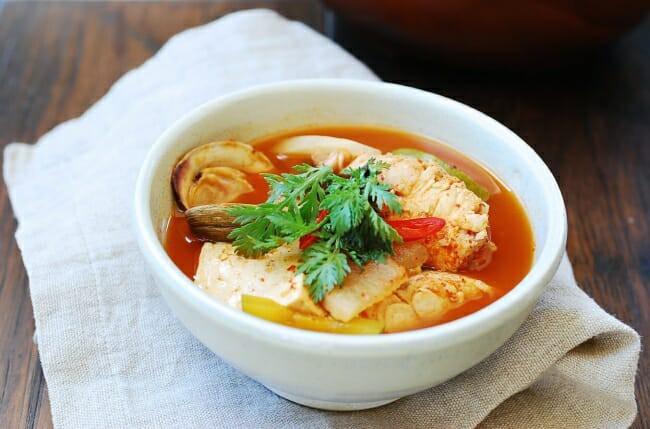 Mách bạn cách nấu canh cá kiểu Hàn ai ăn cũng ghiền - Ảnh 8.