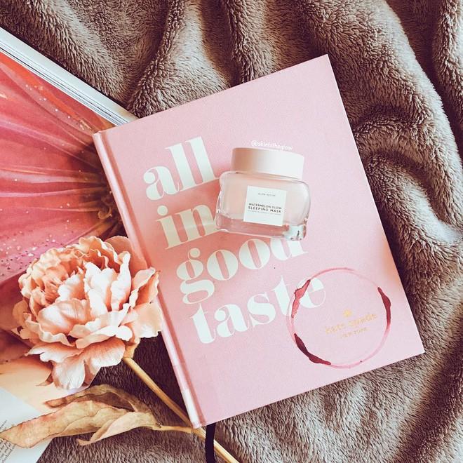 Mặt nạ màu hồng thơm nức mùi dưa hấu, giúp da căng bóng chỉ sau một đêm đang là chân ái của nhiều cô nàng trên Instagram - Ảnh 1.