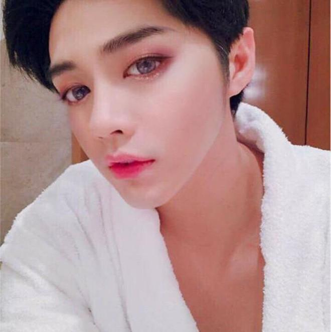 Trang điểm da trắng môi hồng xinh lung linh, Noo Phước Thịnh khiến fan ngỡ ngàng chẳng nhận ra - Ảnh 7.