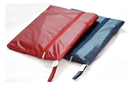 Đố bạn: Tìm sự khác biệt giữa mẫu túi mới của Louis Vuitton với túi đựng áo mưa  - Ảnh 3.