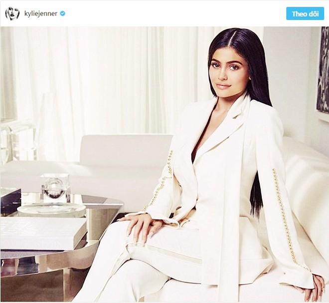 Choáng ngợp trước căn biệt thự xa hoa có giá 12 triệu USD, rộng 1.226m2 của cô út nhà Kim - Kylie Jenner - Ảnh 4.