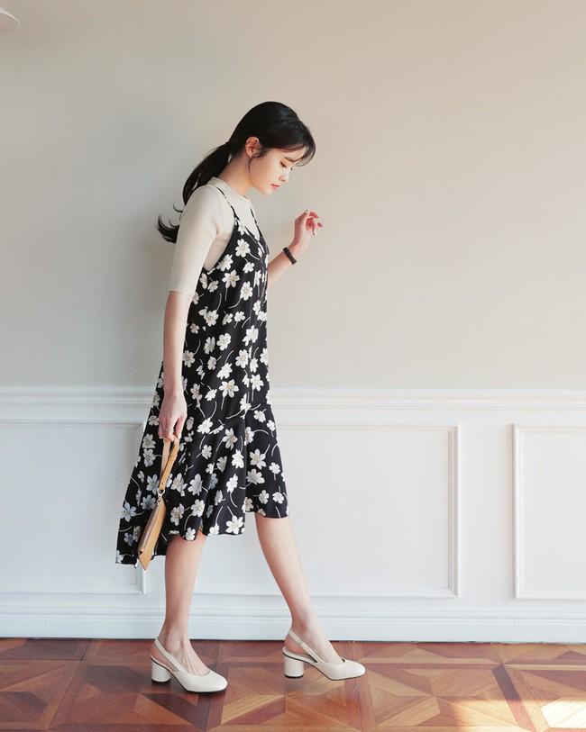 Hè 2018 đúng là mùa mặc váy hoa rồi, hot nhất đang là 3 kiểu váy cực xinh xẻo và nữ tính này - Ảnh 16.