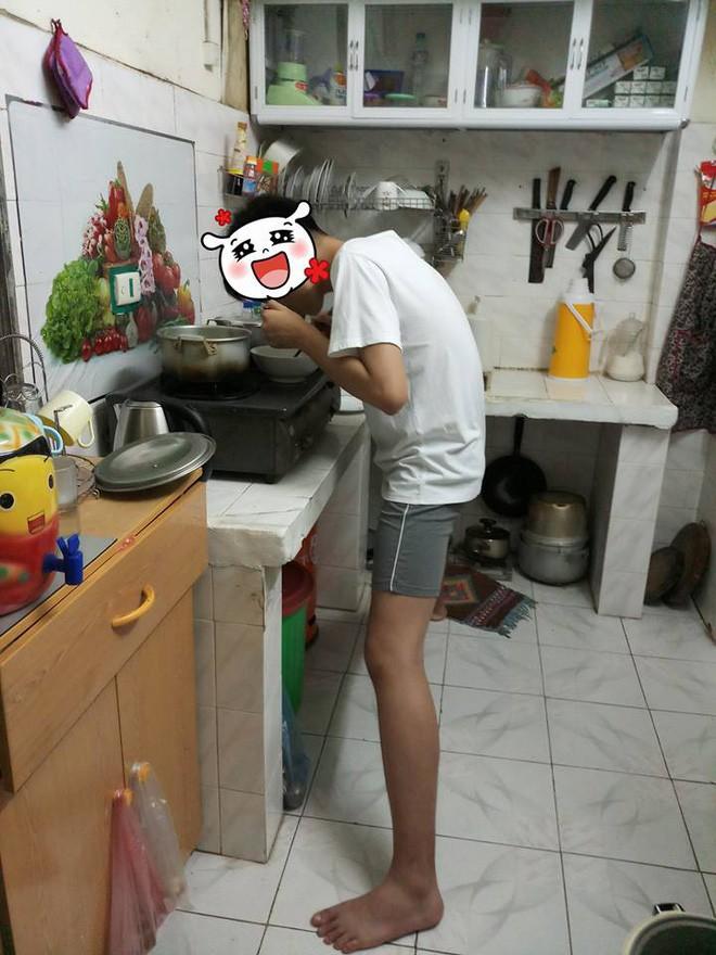 Nỗi khổ của chàng trai cao 1m82: Xoạc chân hết cỡ mới đứng vừa kệ bếp, mẹ chỉ ước con lùn đi 10cm - Ảnh 2.