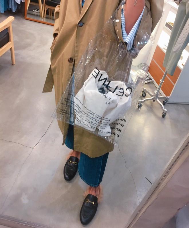 Trông hệt như túi nilon đi chợ nhưng túi nhựa trong có giá hơn 20 triệu của Celine đang được các tín đồ thời trang thích điên cuồng - Ảnh 17.