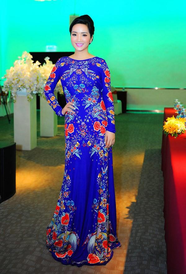 Nam Em diện váy hoa sến sẩm, Elly Trần khoe triệt để nhưng vẫn lọt top sao mặc xấu - Ảnh 13.