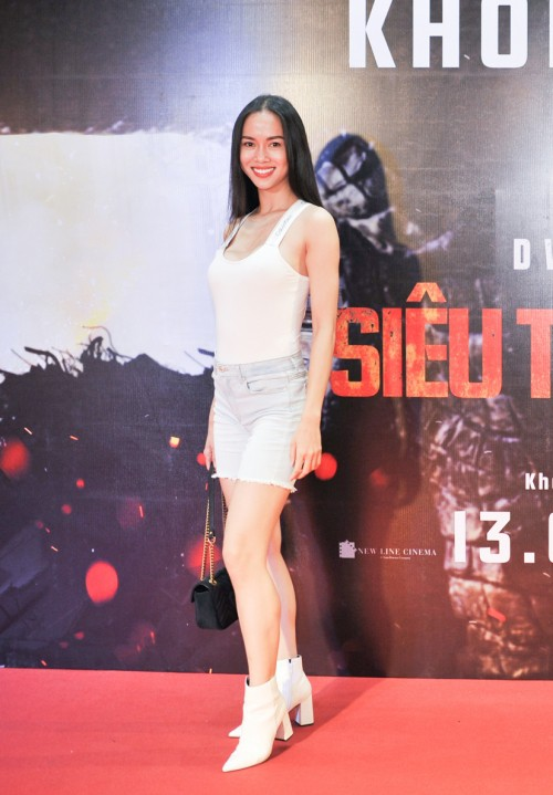 Nam Em diện váy hoa sến sẩm, Elly Trần khoe triệt để nhưng vẫn lọt top sao mặc xấu - Ảnh 5.