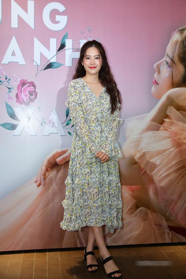 Nam Em diện váy hoa sến sẩm, Elly Trần khoe triệt để nhưng vẫn lọt top sao mặc xấu - Ảnh 11.