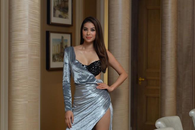 Mặc đầm dạ hội lộ bra táo bạo, Phạm Hương bị che mờ phần ngực khi xuất hiện trên kênh truyền hình Indonesia - Ảnh 6.