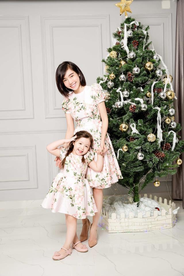 3 cặp mẹ con nhà sao Việt rất chăm mặc đồ đôi đồng điệu cùng nhau - Ảnh 1.