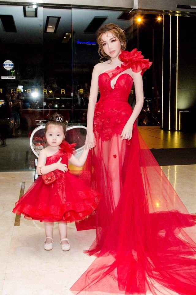 3 cặp mẹ con nhà sao Việt: cứ hở ra là thấy mặc đồ đôi đồng điệu với nhau - Ảnh 8.
