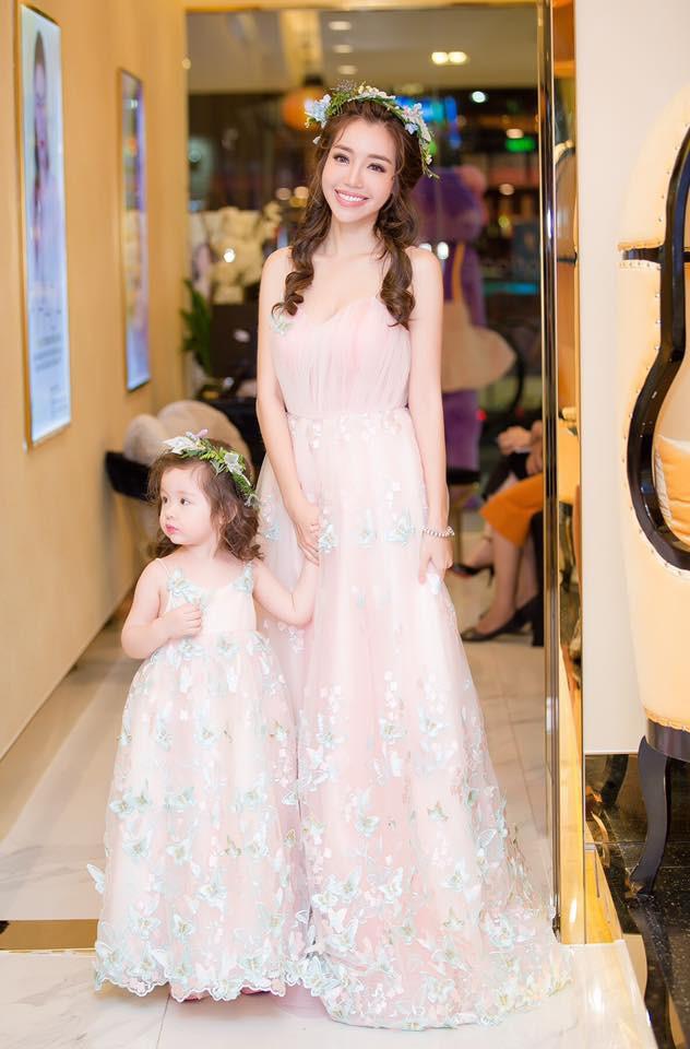 3 cặp mẹ con nhà sao Việt rất chăm mặc đồ đôi đồng điệu cùng nhau - Ảnh 9.