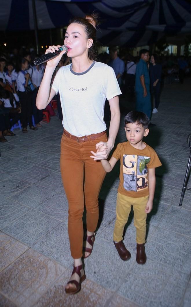 3 cặp mẹ con nhà sao Việt: cứ hở ra là thấy mặc đồ đôi đồng điệu với nhau - Ảnh 16.