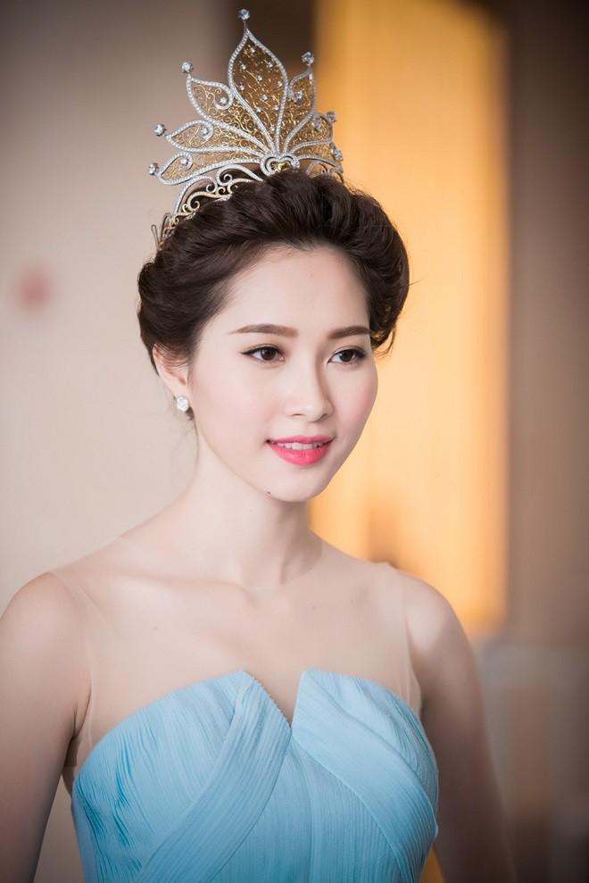 Lục lại quá khứ mới thấy Thư Dung không phải Hoa hậu duy nhất khiến người ta choáng váng với khả năng tiếng Anh thần sầu - Ảnh 2.