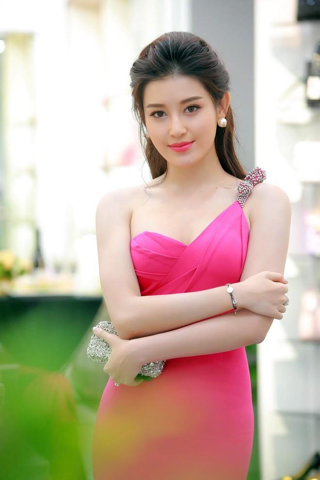 Lục lại quá khứ mới thấy Thư Dung không phải Hoa hậu duy nhất khiến người ta choáng váng với khả năng tiếng Anh thần sầu - Ảnh 5.