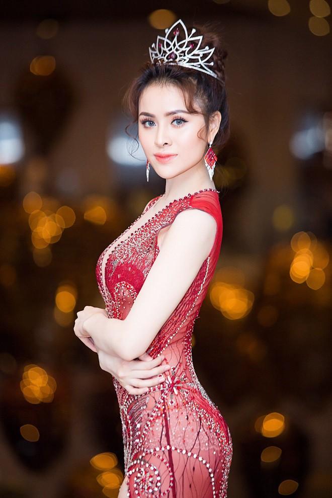 Lục lại quá khứ mới thấy Thư Dung không phải Hoa hậu duy nhất khiến người ta choáng váng với khả năng tiếng Anh thần sầu - Ảnh 1.